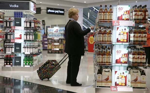 Airport retailers must pass on VAT savings, minister says